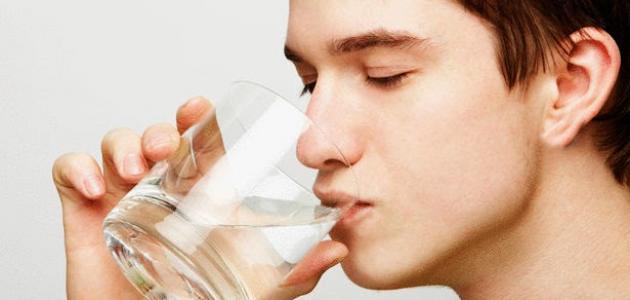 كيفية قراءة القران على الماء وشربها للشفاء