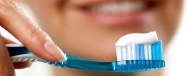 كم مرة يجب تنظيف الأسنان بالفرشاة والمعجون