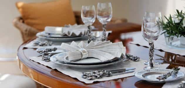 فن الاتيكيت على مائدة الطعام