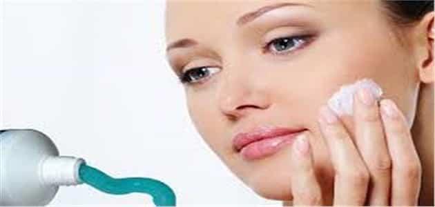 فوائد معجون الاسنان والملح لازالة الكلف