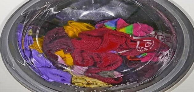 كيفية تنظيف الملابس من اختلاط الألوان المبهوتة