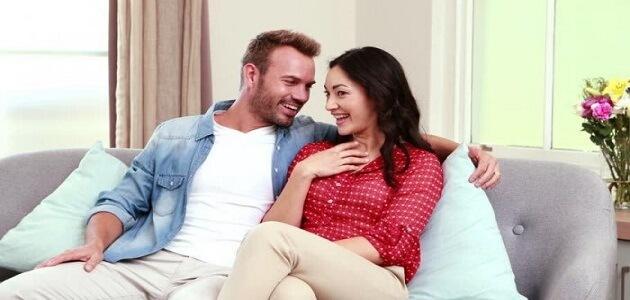 علامات تعلق وحب الزوج بزوجته