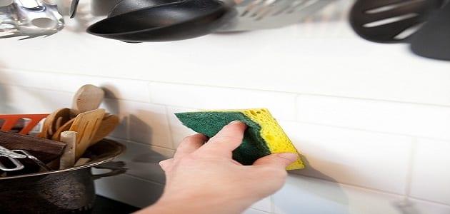 كيف انظف جدار المطبخ
