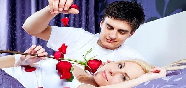 من علامات اهتمام الرجل بالمرأة