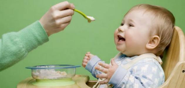 كيف ابدا في اطعام الطفل الرضيع ومتى