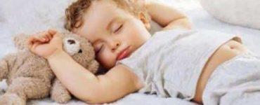 كيف اشجع طفلي على النوم لوحده