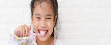 بأسنان طفلي