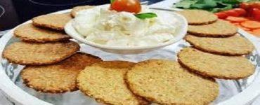 شرائح الخبز المشبعه بالترمس والزبادي